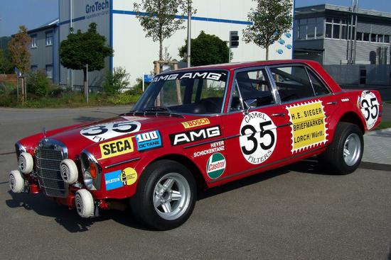 Name: 1_Mercedes-Benz_300SEL_68_AMG_Rote_Sau_Foto_Thilo_Parg_Wikimedia_Commo.jpg Größe: 2000x1333 Dateigröße: 2700768 Bytes