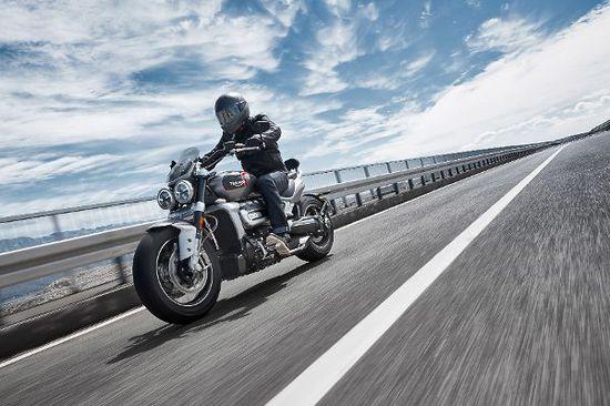 Motorrad - Triumph Rocket 3 GT: Power-Cruiser mit Charme
